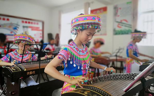 苗族傳統舞蹈《嘎蒙卡兜》走進校園大課間