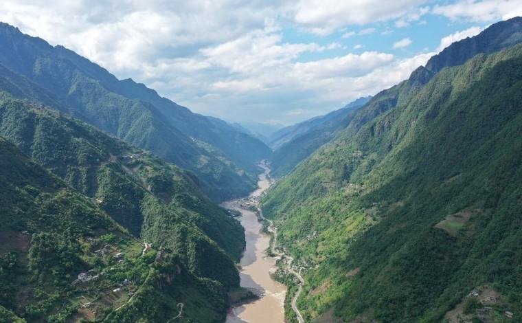 航拍怒江大峽谷驚險與雄壯