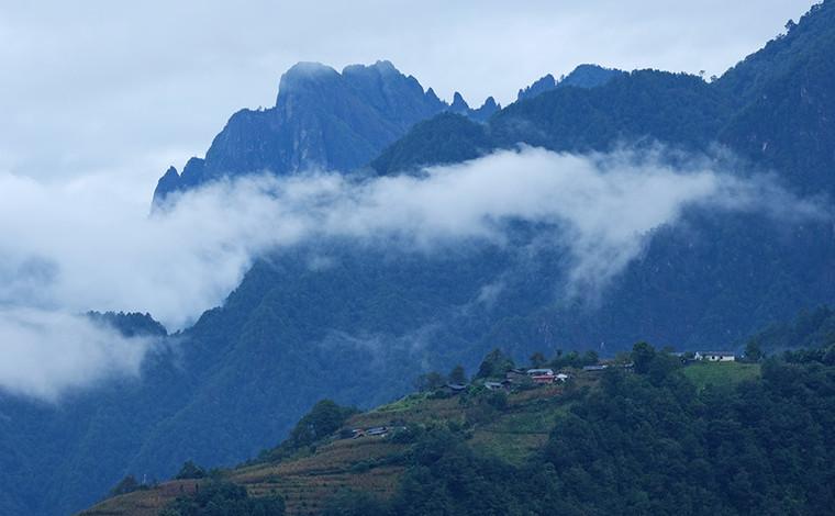 雲南怒江大峽谷:雲霧繚繞似仙境