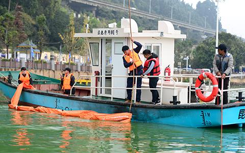 82名技工開展藍藻打撈處置技能比拼