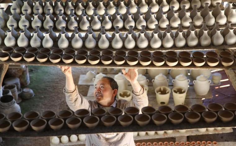 雲南騰衝:傳承傳統技藝 發展土陶文化