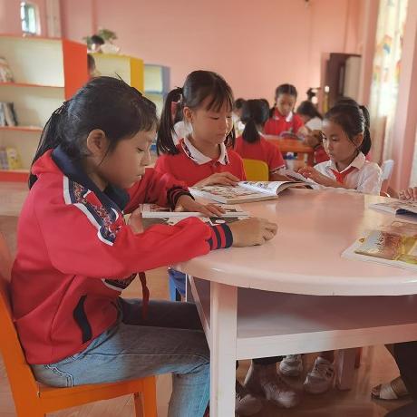 [文化普洱]西盟縣中小學生走進圖書館暢讀課外書