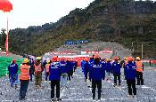 宣(威)楊(柳)段高速最長隧道貫通