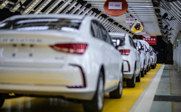 逆風破浪的中國經濟 | 新能源汽車駛上快車道