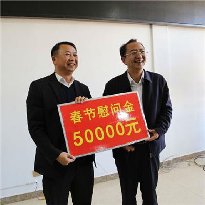 臨滄市委、市政府慰問高速公路建設者