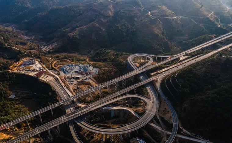 雲南省16個州市全部通高速公路